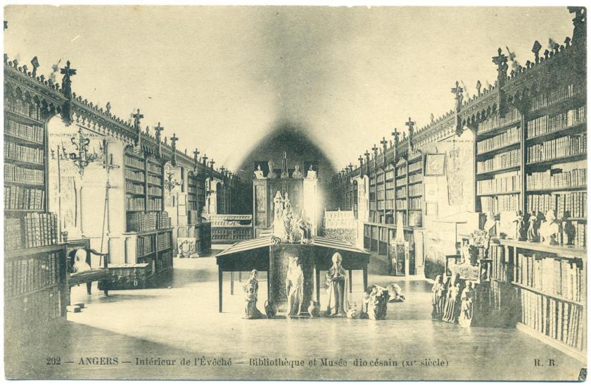 Angers: Bibliothek im Bischofspalast