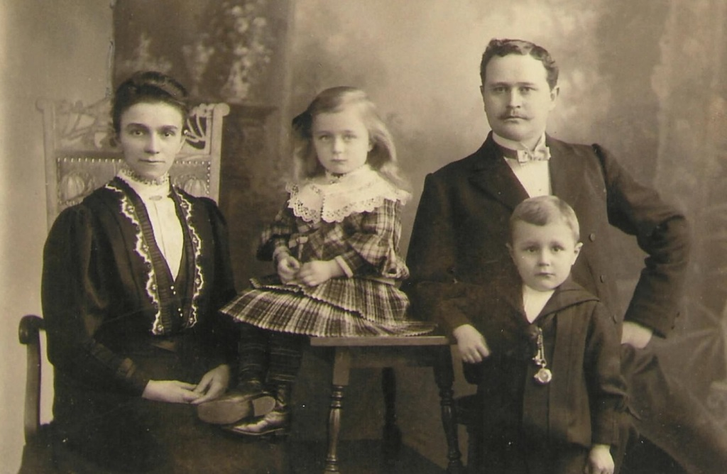 familie august hassel