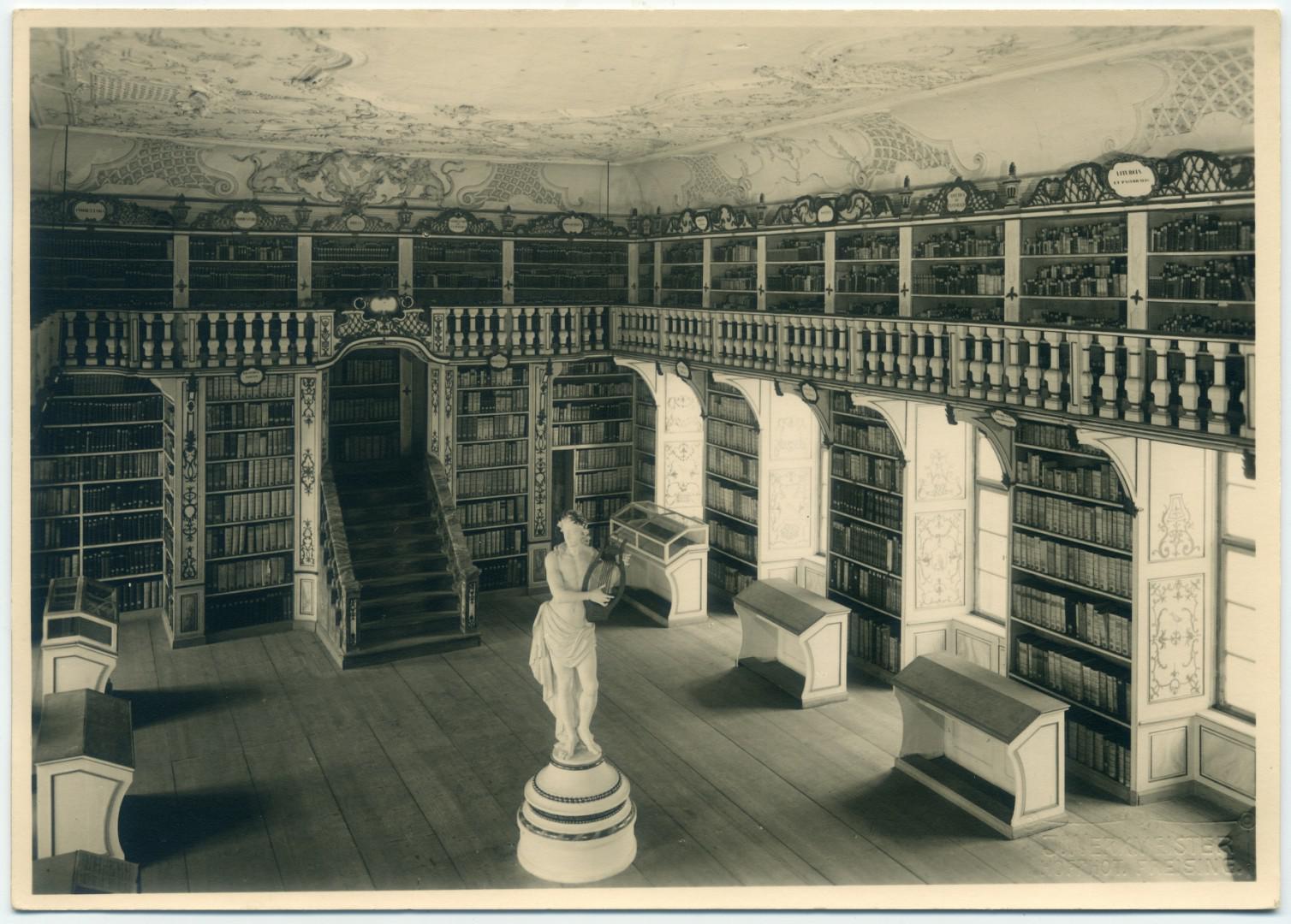 Freising: Barocksaal der Dombibliothek