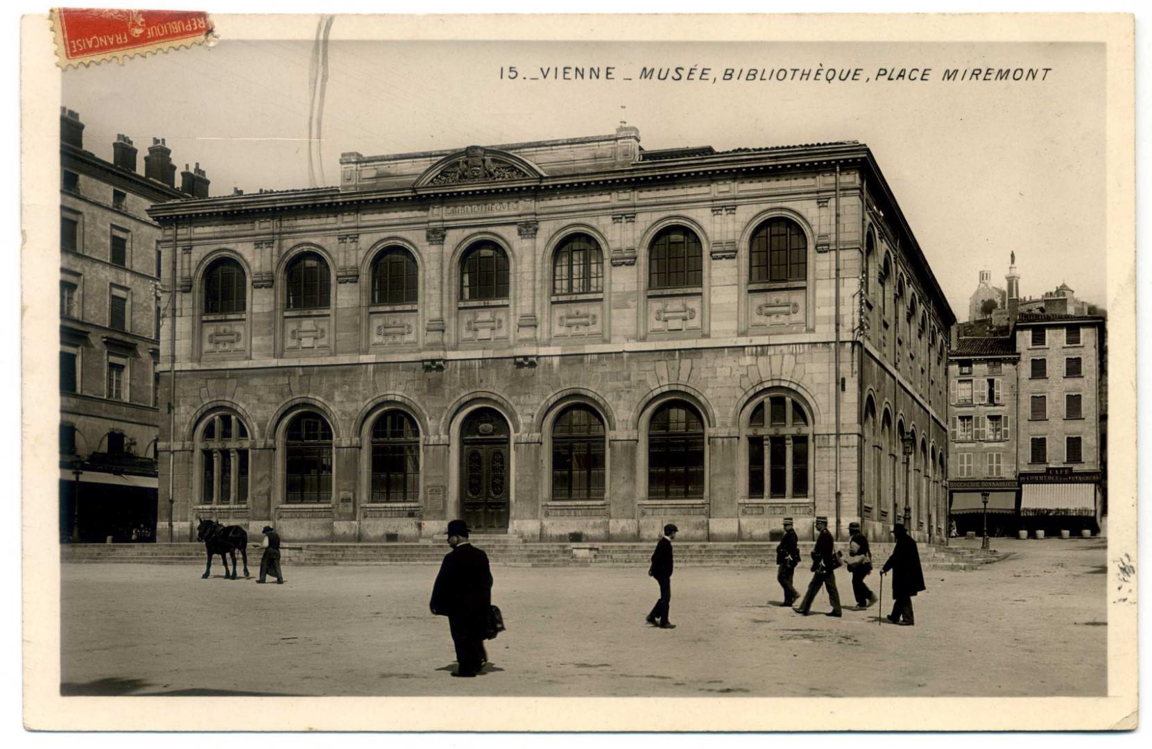 Vienne: Place Miremont - Musée et Bibliothèque
